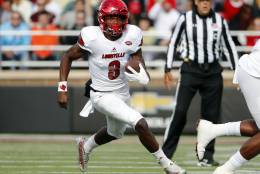 Louisville quarterback Lamar Jackson runs during the first half of an NCAA football game against the Boston College at Alumni Stadium in Boston, Mass. Saturday, Nov. 5, 2016. (AP Photo/Winslow Townson)
