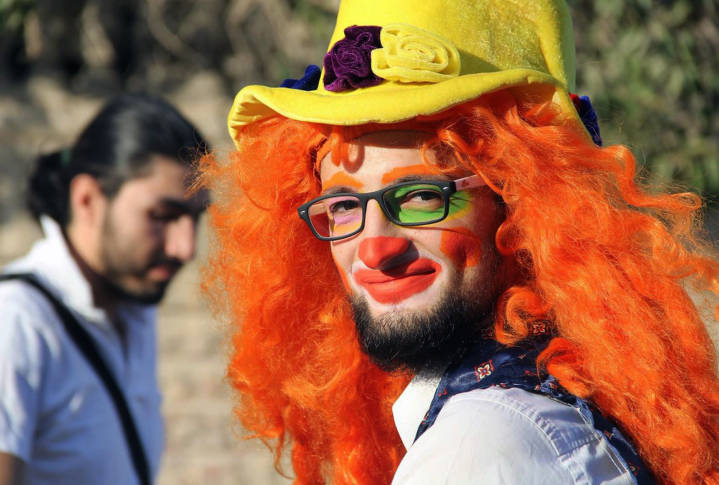 'Clown man' of Aleppo who entertained traumatised children dies in air strike
