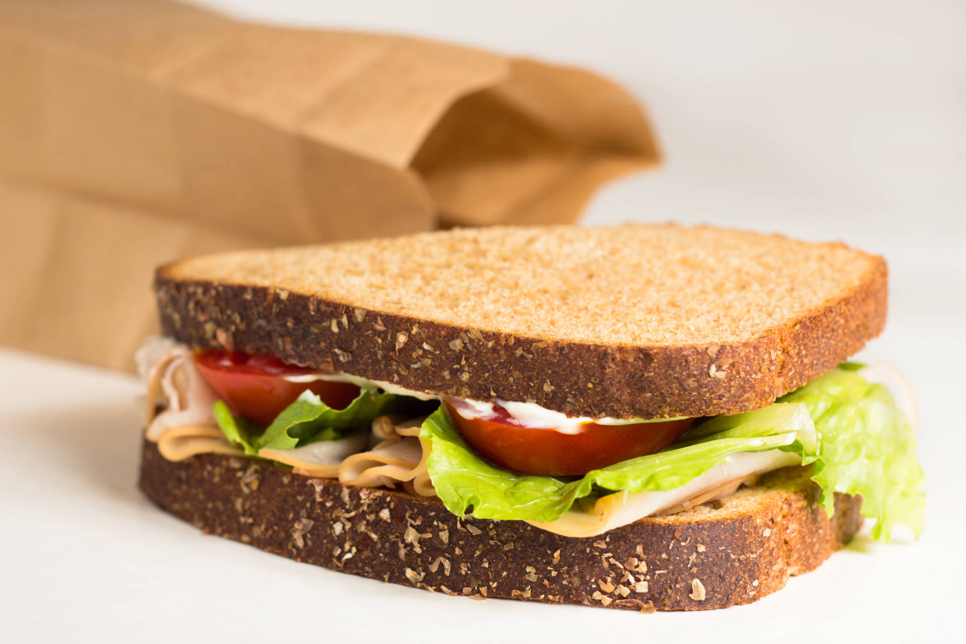 Studies suggest that eating lunch too late in the day makes it harder to lose weight. (Getty Images/iStockphoto/lisa combs)