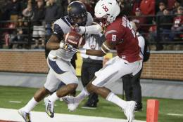 California cornerback Josh Drayden, left, breaks up a pass intended for Washington State wide receiver Tavares Martin Jr. (8) during the first half of an NCAA college football game in Pullman, Wash., Saturday, Nov. 12, 2016. (AP Photo/Young Kwak)