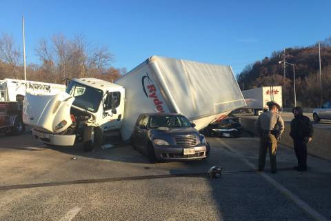 Beltway crashes, major delays snarl Thanksgiving getaway