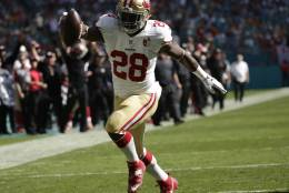 San Francisco 49ers running back Carlos Hyde (28) runs for a touchdown during the first half of an NFL football game against the Miami Dolphins, Sunday, Nov. 27, 2016, in Miami Gardens, Fla. (AP Photo/Lynne Sladky)