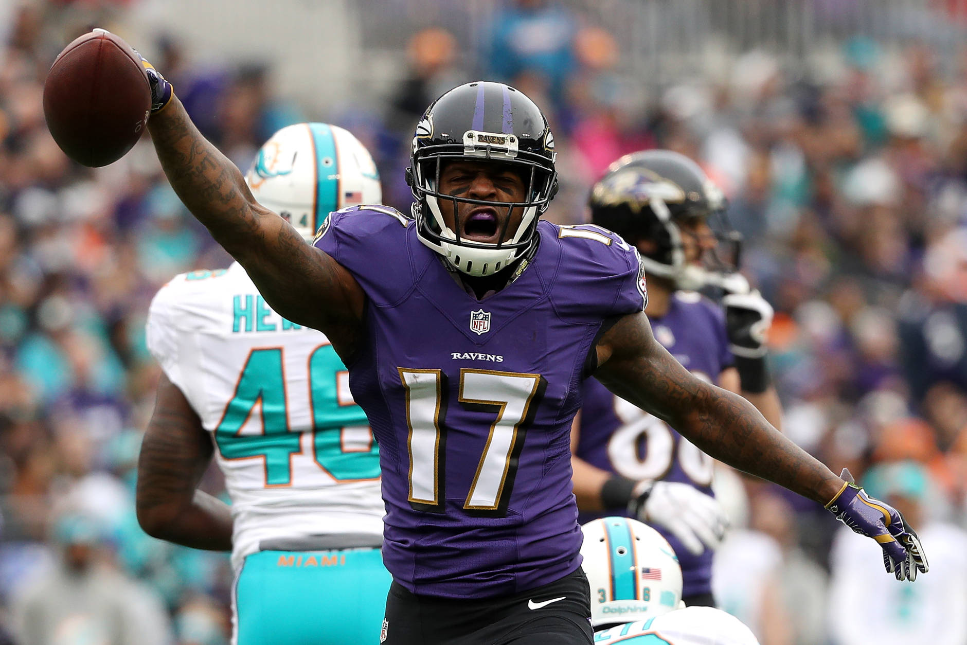BALTIMORE, MD - DECEMBER 4: Wide receiver Mike Wallace #17 of the Baltimore Ravens reacts after making a catch against the Miami Dolphins in the first quarter at M&T Bank Stadium on December 4, 2016 in Baltimore, Maryland. (Photo by Patrick Smith/Getty Images)