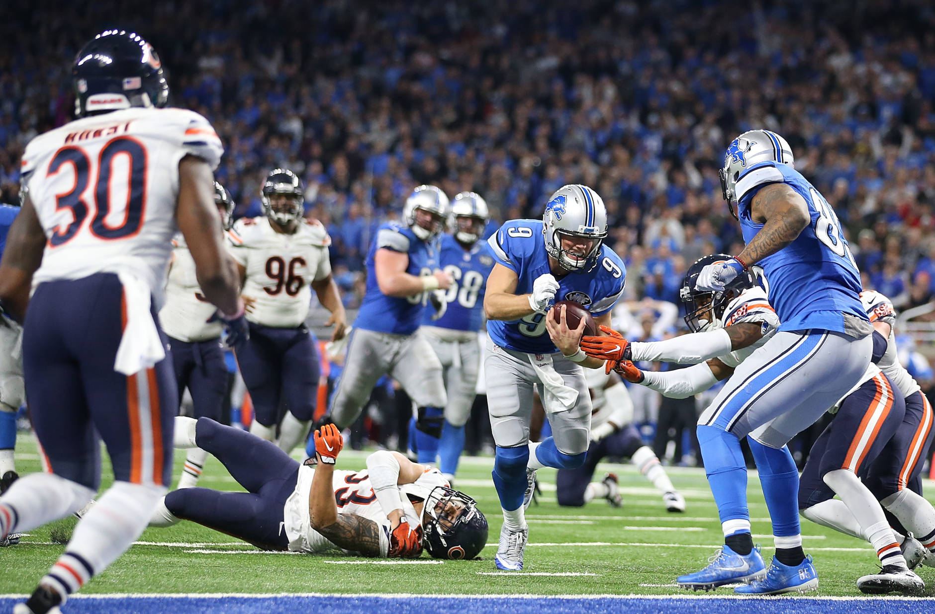 DETROIT, MI - DECEMBER 11: Quarterback Matthew Stafford #9 of the Detroit Lions scrambles for a touchdown against the Chicago Bears during fourth quarter action  at Ford Field on December 11, 2016 in Detroit, Michigan. (Photo by Leon Halip/Getty Images)