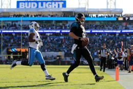 JACKSONVILLE, FL - DECEMBER 24: Blake Bortles #5 of the Jacksonville Jaguars carries for a touchdown off a pass from Marquise Lee, not pictured, during the fourth quarter of the game against the Tennessee Titans at EverBank Field on December 24, 2016 in Jacksonville, Florida. (Photo by Rob Foldy/Getty Images)