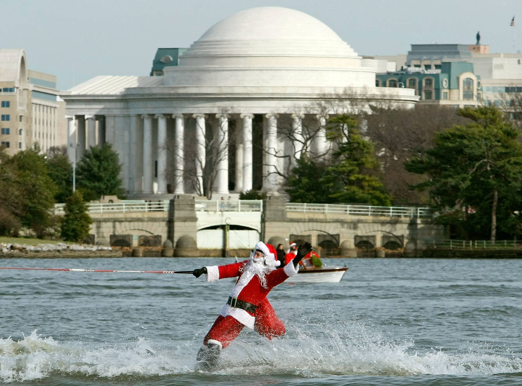 ARLINGTON, VA - DECEMBER 24:  Dressed as Santa Claus, Kerry Nistel water-skis on the waters of the Potomac River December 24, 2007 in Arlington, Virginia. This is the 22nd year Nistel has dressed as Santa and water-skied on Christmas Eve.  (Photo by Mark Wilson/Getty Images)