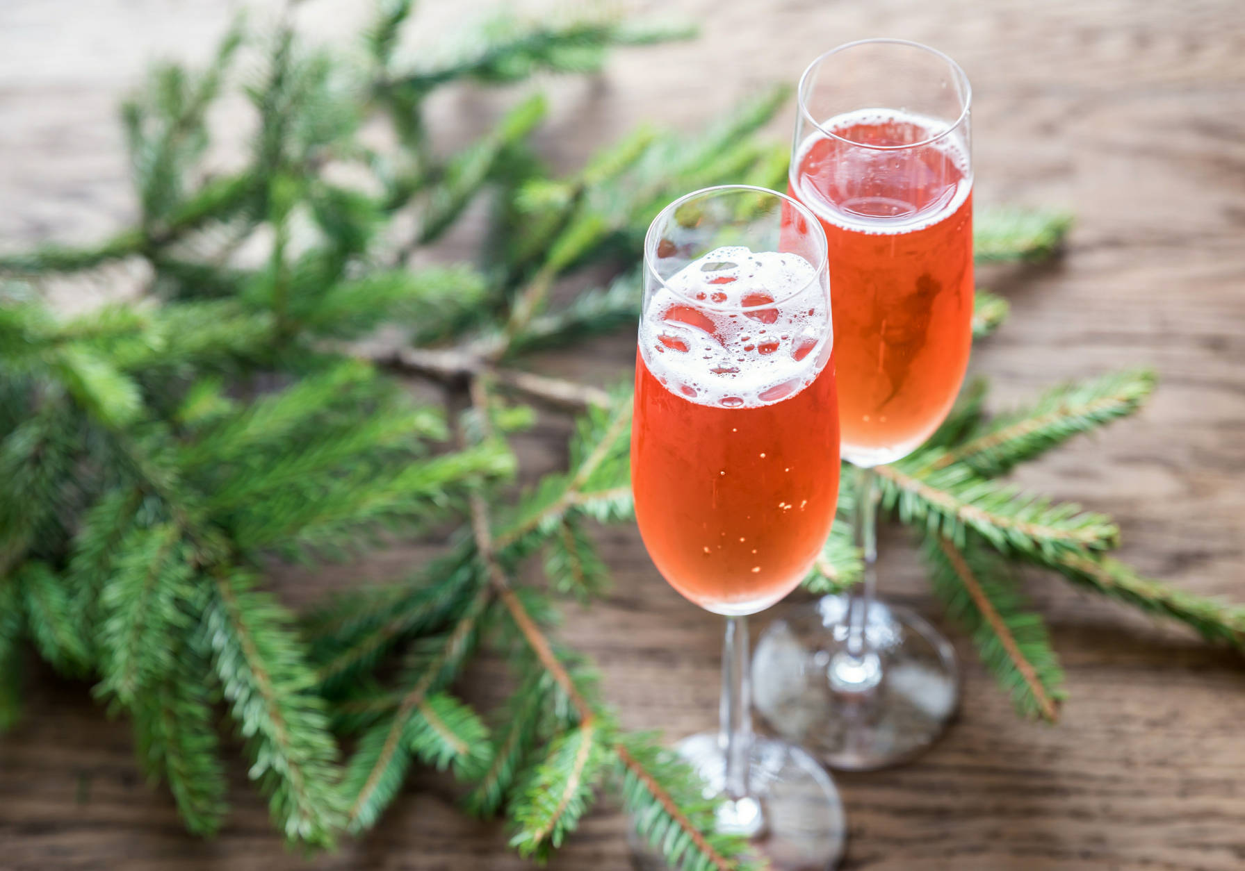 'Tis the season of sparkling, and nothing is as festive as a glass of pink bubbly to start up any holiday party. (Thinkstock)
