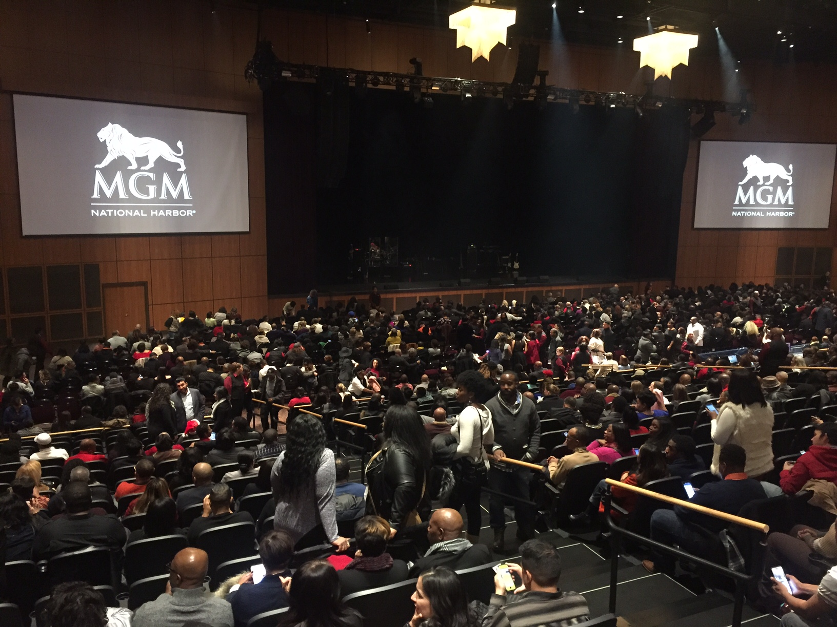 A capacity crowd of about 4,000 on Dec. 16 welcomed Boyz II Men at The Theater at MGM National Harbor. (WTOP/Michelle Murillo)