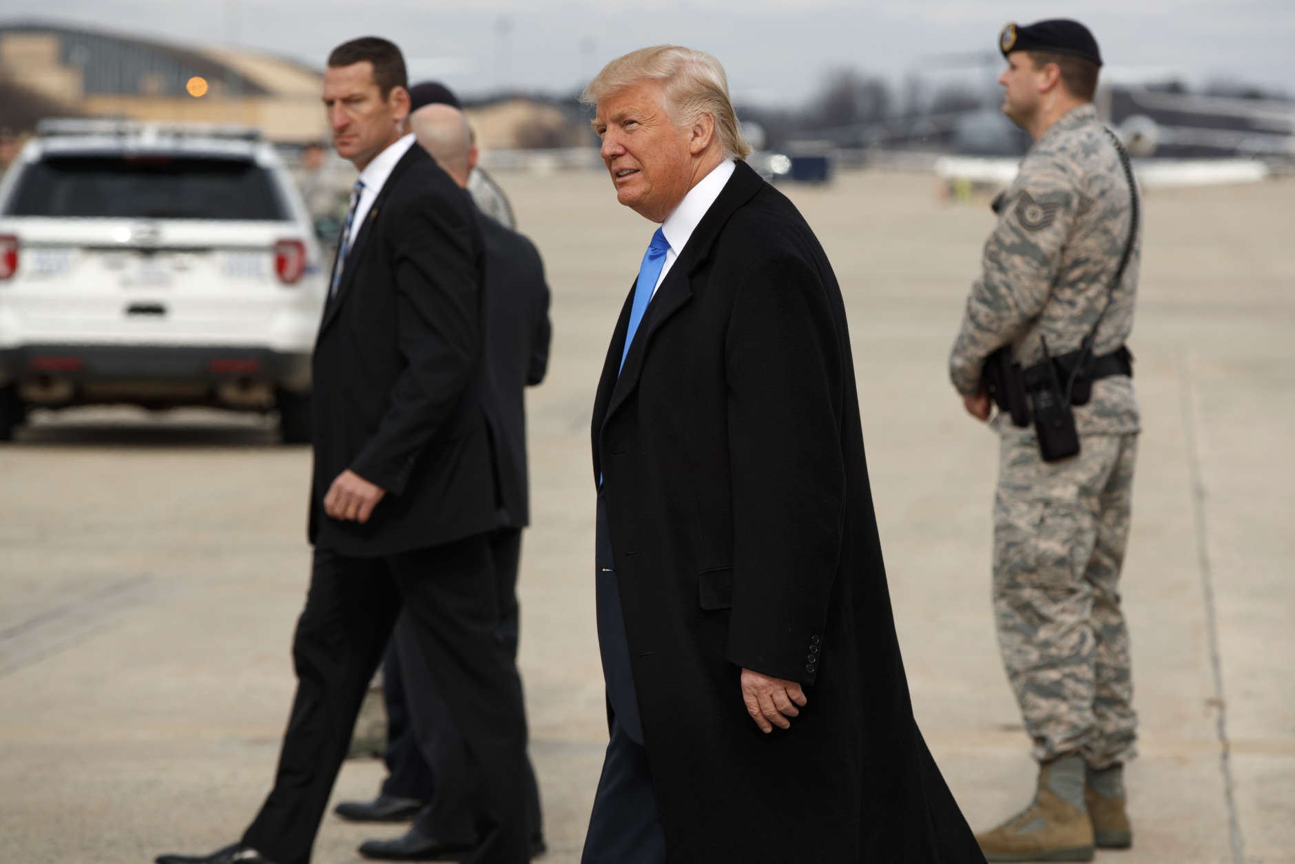 President-elect Donald Trump arrives at Andrews Air Force Base, Md.,Thursday, Jan. 19, 2017, ahead of Friday's inauguration. (AP Photo/Evan Vucci)
