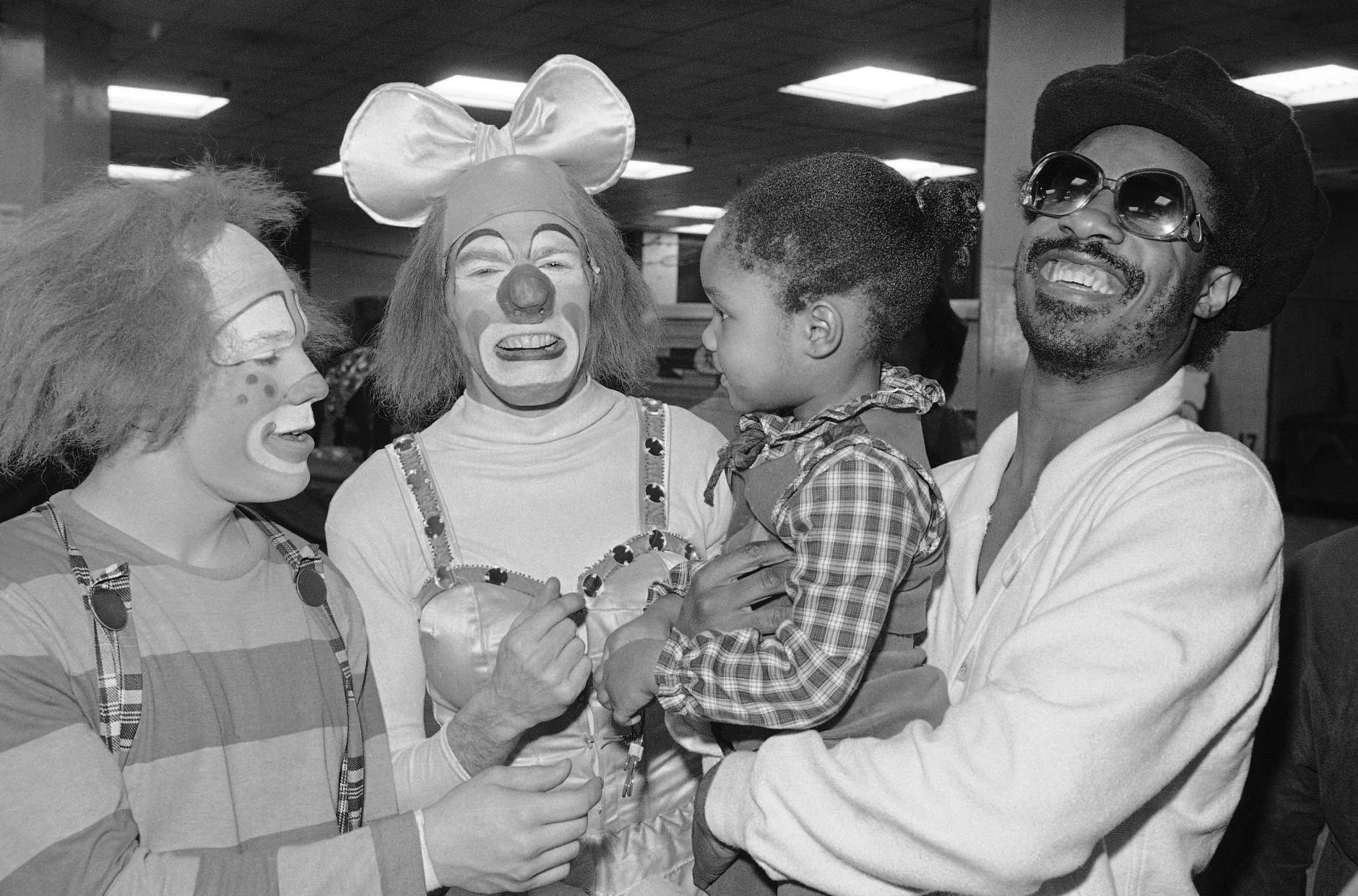 Stevie Wonder, right, with daughter Ayesha Clowning with clowns backstage at the Ringling Bros., Barnum & Bailey circus during the intermission on Monday, March 27, 1978 at New York?s Madison square garden. (AP Photo/Richard Drew)