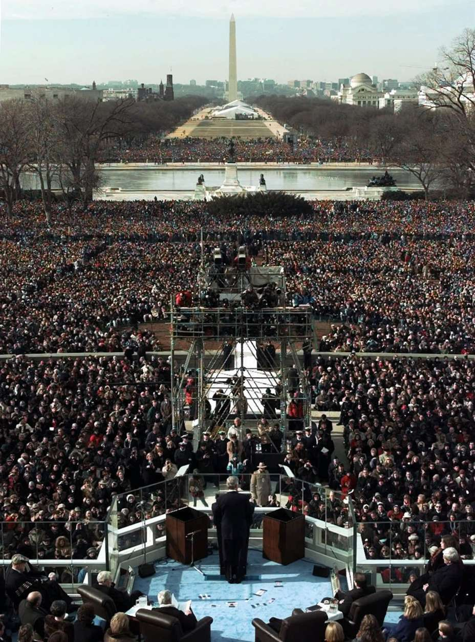 President Clinton gives his inaugural speech after being sworn in for his second term by Supreme Court Chief Justice William Rehnquist during the 53rd Presidential Inauguration Monday, Jan. 20, 1997, in Washington.  (AP Photo/Wilfredo Lee)