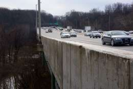 Traffic on the Beltway moves across the American Legion Bridge. (WTOP/Dave Dildine)