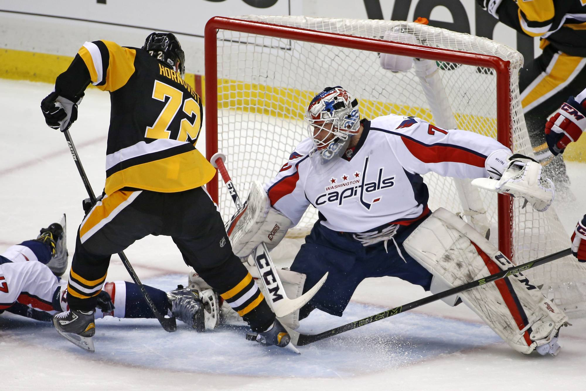 Penguins halt Capitals' win streak at 9 in wild 8-7 victory