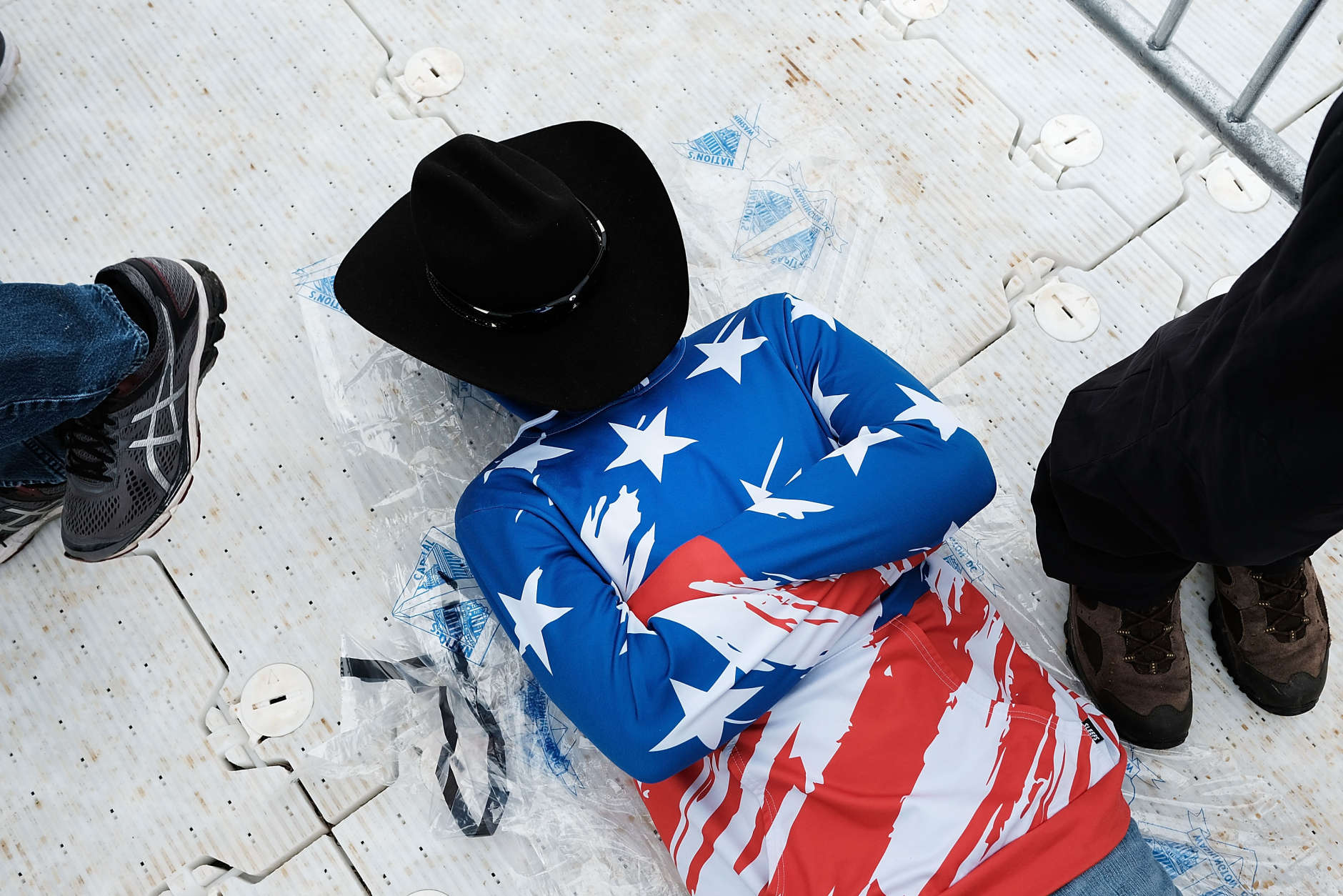 WASHINGTON, DC - JANUARY 20:  A man rests on the National Mall during the inauguration of Donald Trump on January 20, 2017 in Washington, DC. Washington and the entire nation are preparing for the transfer of the United States presidency later today as Donald Trump is sworn is as the 45th president Friday.  (Photo by Spencer Platt/Getty Images)