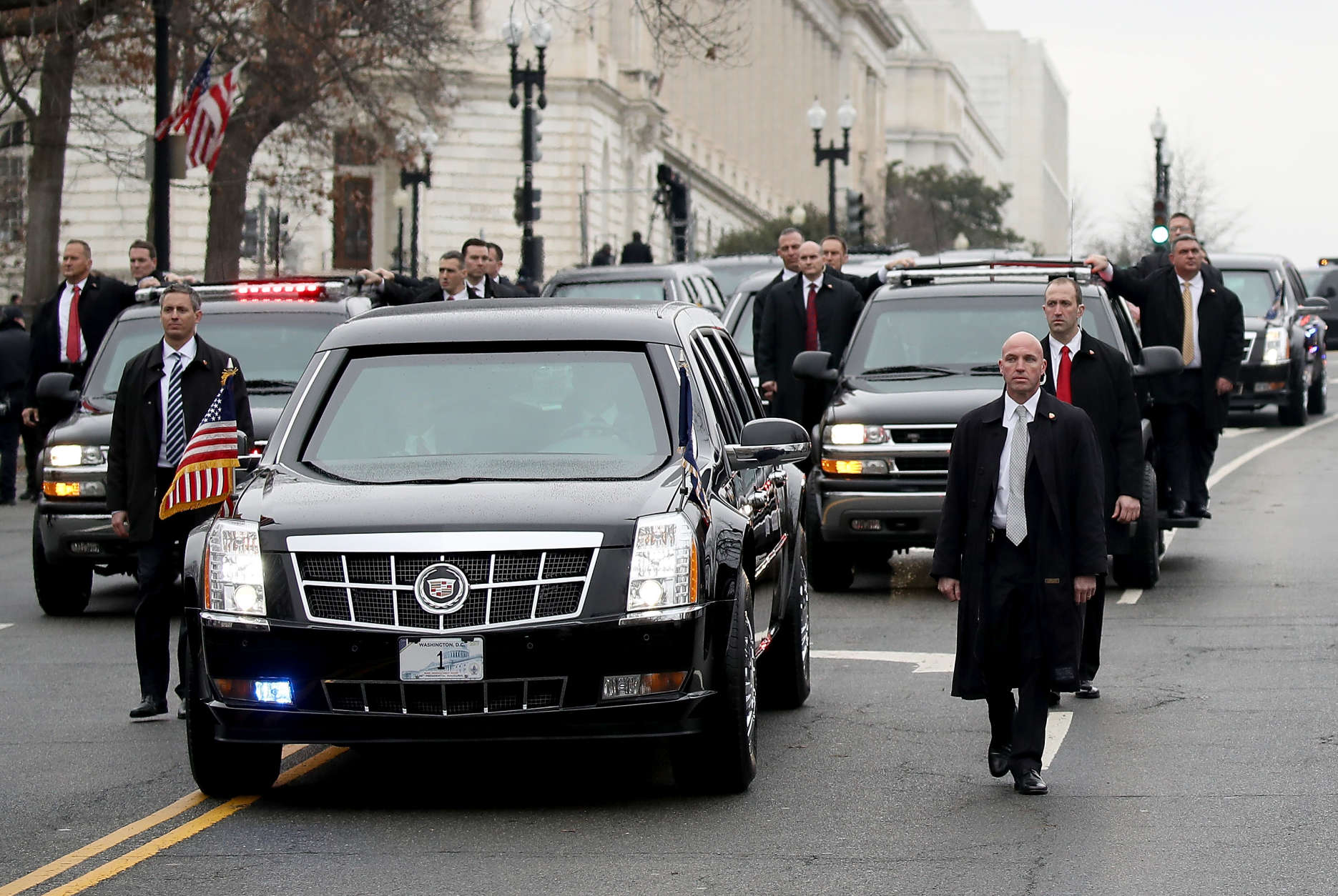 WASHINGTON, DC - JANUARY 20:  The presidential limousine carrying U.S. President Donald Trump and first lady Melania Trump turns onto Pennsylvania Avenue during the Inaugural Parade on January 20, 2017 in Washington, DC. Donald J. Trump was sworn in today as the 45th president of the United States.  (Photo by Drew Angerer/Getty Images)
