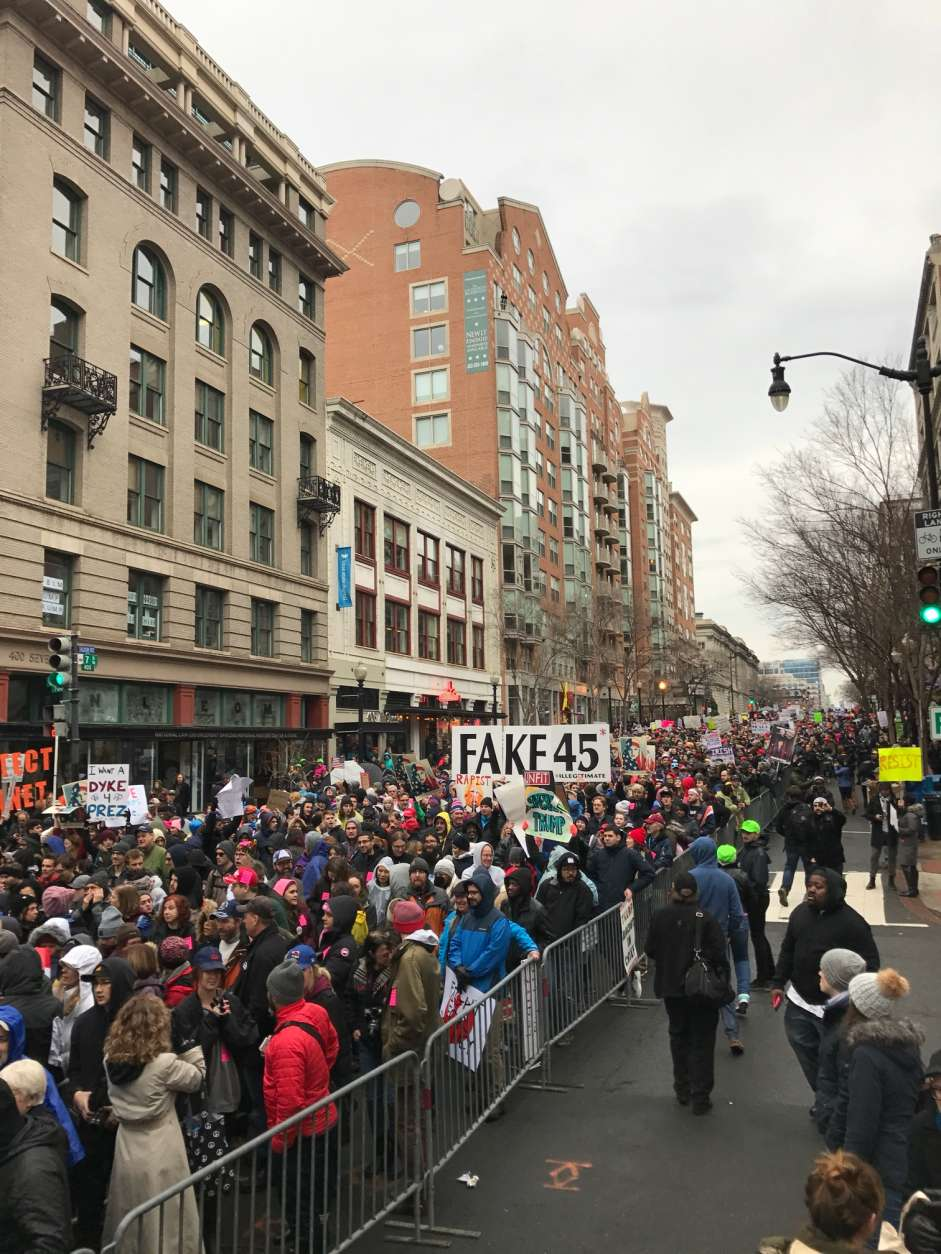 The huge security line at 7th and D Street NW extends as far as the eye can see. (WTOP/Kyle Cooper)
