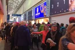 Crowds fill Union Station in D.C. on the morning of the Women's March on Washington. (WTOP/Jenny Glick)