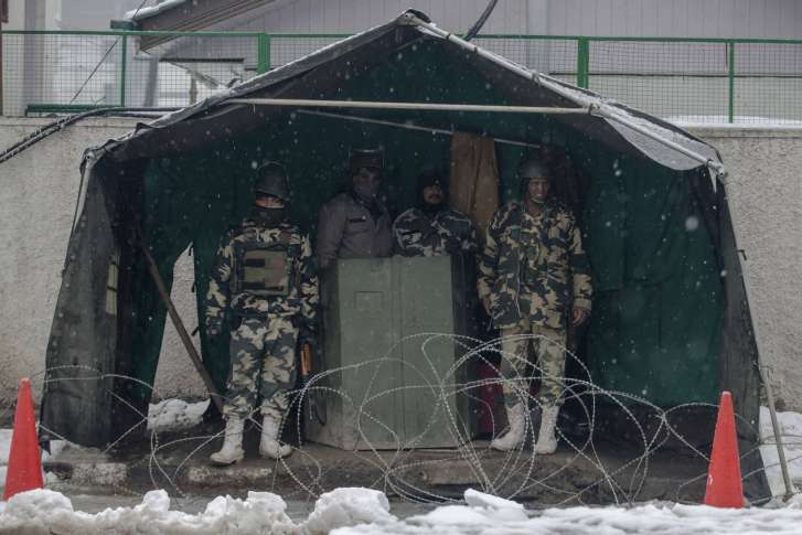 Avalanches Kill 10 Indian Soldiers In Kashmir