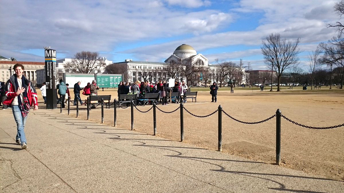 March of Life attendees make thier way to National Monument on Friday, Jan. 27, 2017. (WTOP/Dennis Foley)