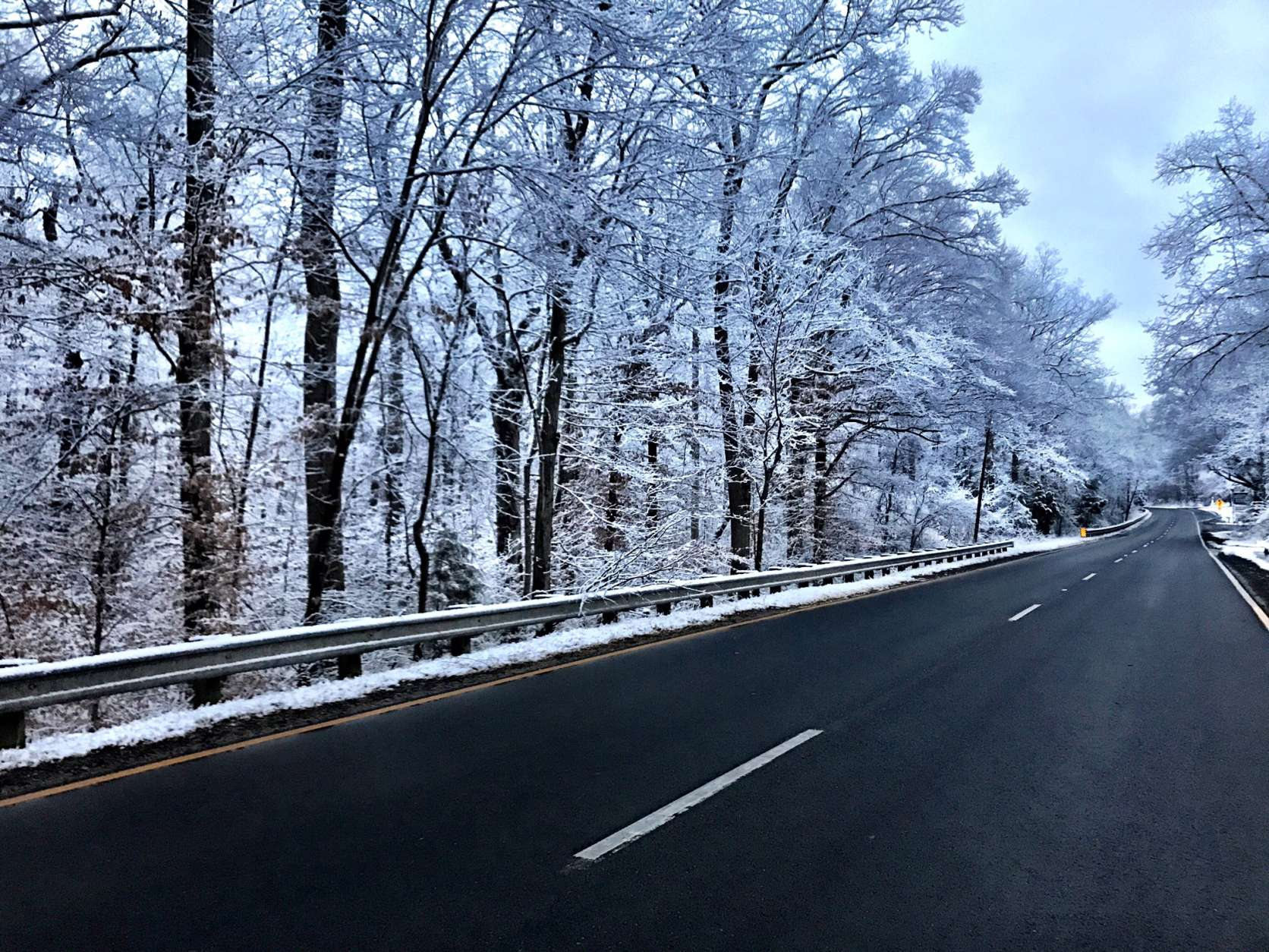 Even though Stafford County got 2 to 3 inches of snow, in most places road surfaces are just wet. (WTOP/Neal Augenstein)
