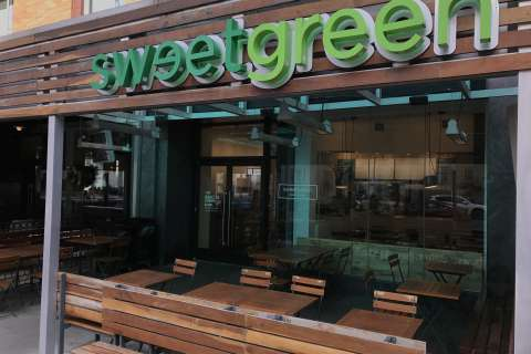 Back to the future: Sweetgreen to accept cash again