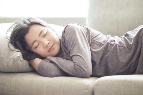 Weekend sleep-in might ruin your waistline and your health, study says
