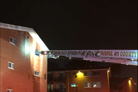 6 rescued in Fairfax Co. apartment fire