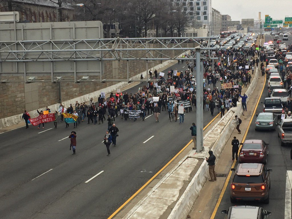 Protesters march across the freeway, reaching 7th Street SW. (WTOP/Rob Woodfork)