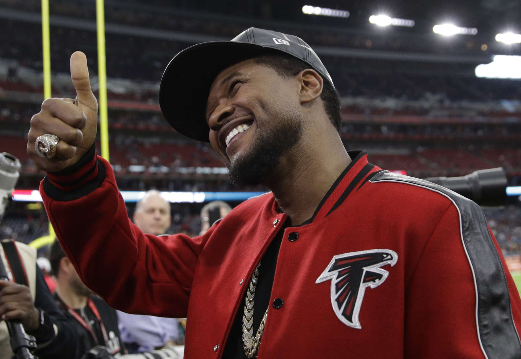 Usher poses for photos before the NFL Super Bowl 51 football game between the New England Patriots and the Atlanta Falcons, Sunday, Feb. 5, 2017, in Houston. (AP Photo/Jae C. Hong)