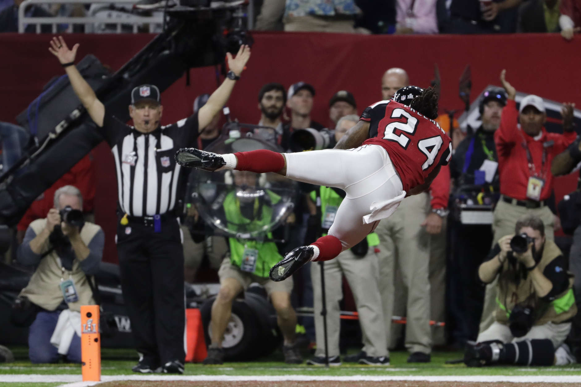 Atlanta Falcons' Devonta Freeman dives in the end zone after scoring a touchdown during the first half of the NFL Super Bowl 51 football game Sunday, Feb. 5, 2017, in Houston. (AP Photo/Matt Slocum)
