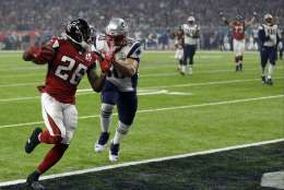 Atlanta Falcons' Tevin Coleman (26) runs to the end zone for a touchdown against New England Patriots' Rob Ninkovich (50) during the second half of the NFL Super Bowl 51 football game Sunday, Feb. 5, 2017, in Houston. (AP Photo/David J. Phillip)