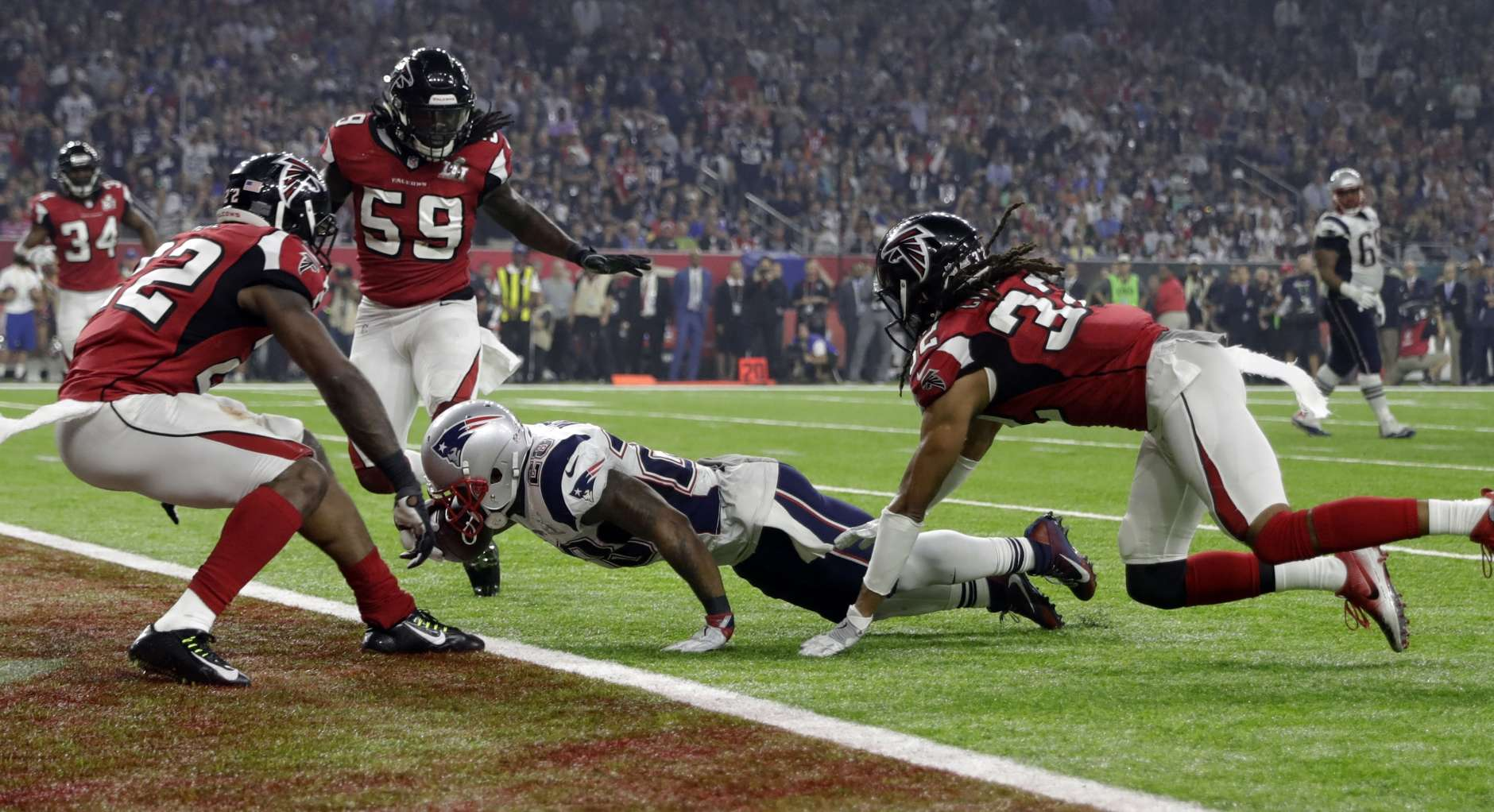 New England Patriots' James White gets into the end zone for a touchdown during the second half of the NFL Super Bowl 51 football game against the Atlanta Falcons Sunday, Feb. 5, 2017, in Houston. (AP Photo/David J. Phillip)