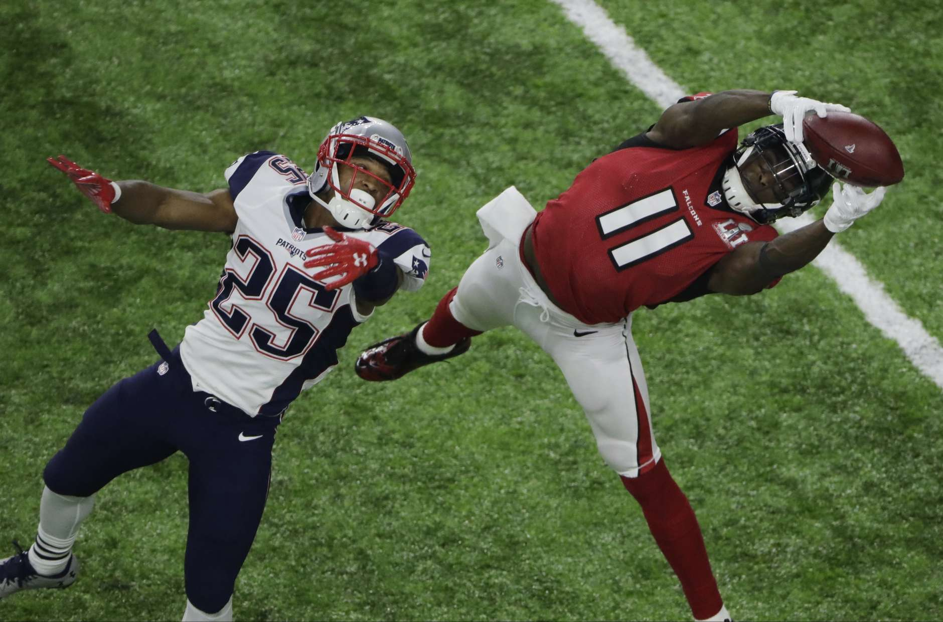 Atlanta Falcons' Julio Jones (11) makes a catch against New England Patriots' Eric Rowe (25) during the second half of the NFL Super Bowl 51 football game Sunday, Feb. 5, 2017, in Houston. (AP Photo/Charlie Riedel)