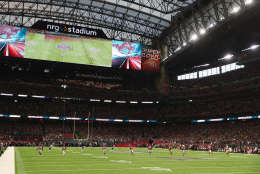 HOUSTON, TX - FEBRUARY 05: A general view of the kick off  during Super Bowl 51 between the New England Patriots and the Atlanta Falcons at NRG Stadium on February 5, 2017 in Houston, Texas.  (Photo by Elsa/Getty Images)