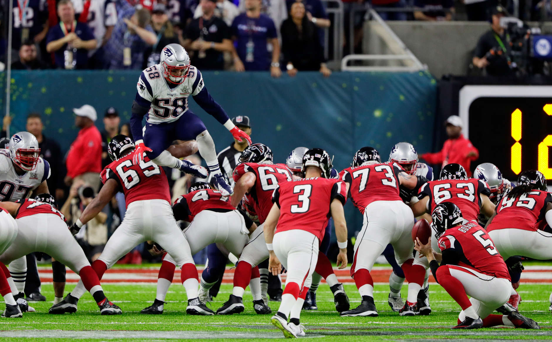 HOUSTON, TX - FEBRUARY 05:  Shea McClellin #58 of the New England Patriots attempts to block a point after try in the second quarter against the Atlanta Falcons during Super Bowl 51 at NRG Stadium on February 5, 2017 in Houston, Texas. The play resulted in a 5-yard penalty against the New England Patriots for an illegal formation.  (Photo by Jamie Squire/Getty Images)