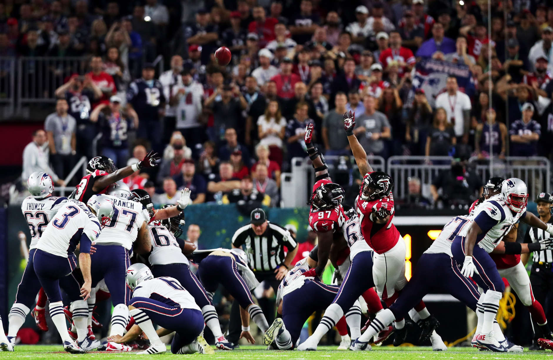 HOUSTON, TX - FEBRUARY 05:  Stephen Gostkowski #3 of the New England Patriots kicks a 41 yard field goald in the second quarter during Super Bowl 51 at NRG Stadium on February 5, 2017 in Houston, Texas.  (Photo by Tom Pennington/Getty Images)
