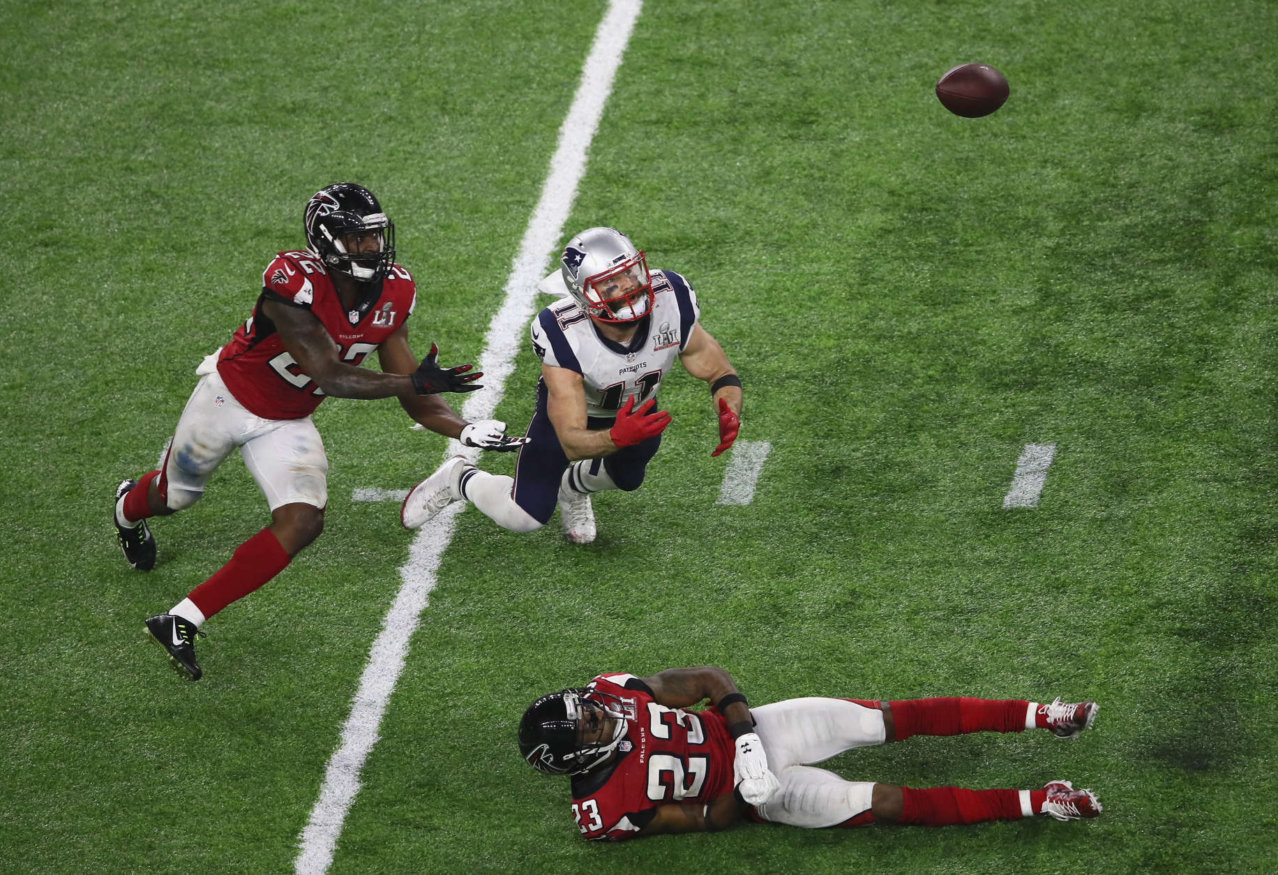 HOUSTON, TX - FEBRUARY 05:  Julian Edelman #11 of the New England Patriots makes a 23 yard catch in the fourth quarter against Robert Alford #23 and Keanu Neal #22 of the Atlanta Falcons during Super Bowl 51 at NRG Stadium on February 5, 2017 in Houston, Texas.  (Photo by Ezra Shaw/Getty Images)