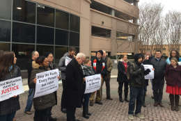 Picture of protesters outside the Immigration and Customs Enforcement's office in Fairfax, virginia.