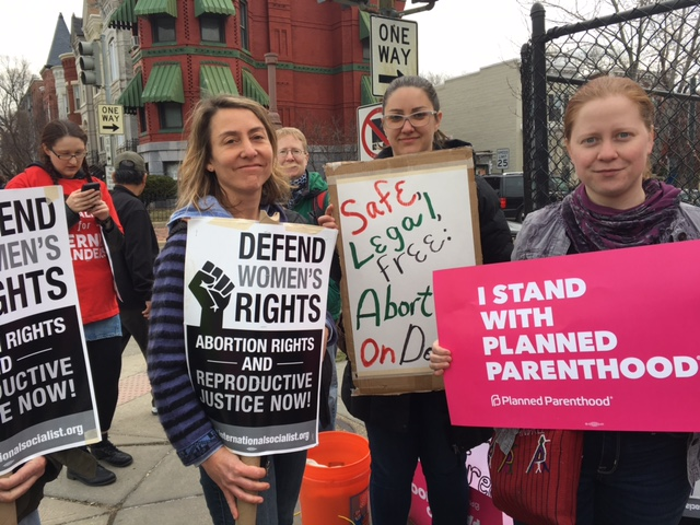 Saturday's anti-abortion rally drew counterprotesters as well. (WTOP/Jenny Glick)