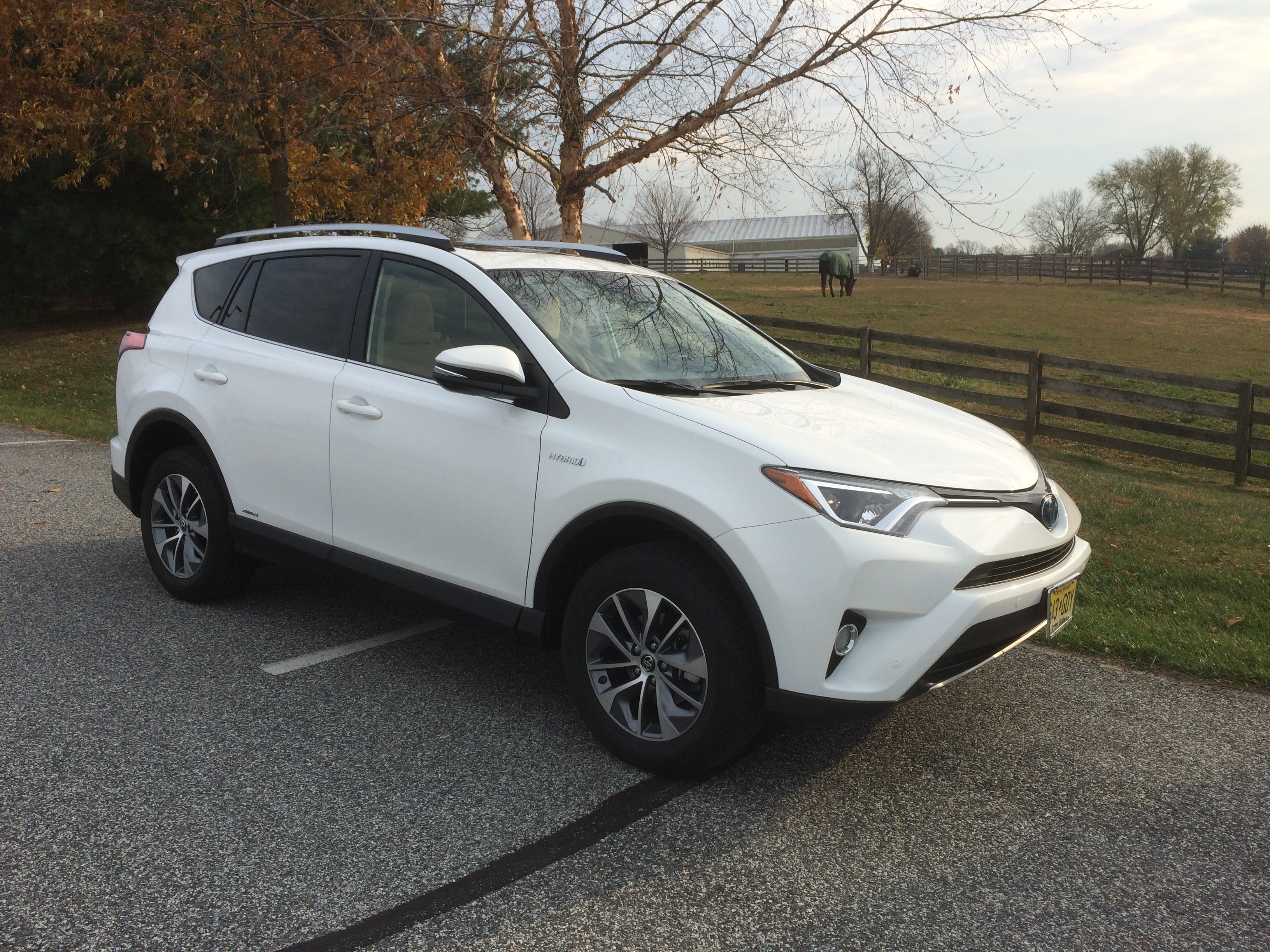 Rav4 Hybrid A Compact Crossover With Good Fuel Economy