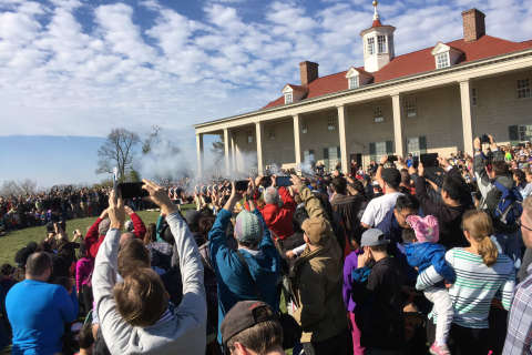 Crowds flock to Mount Vernon for a presidential birthday