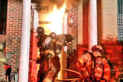 DC house fire injures 3, including firefighter (Video)