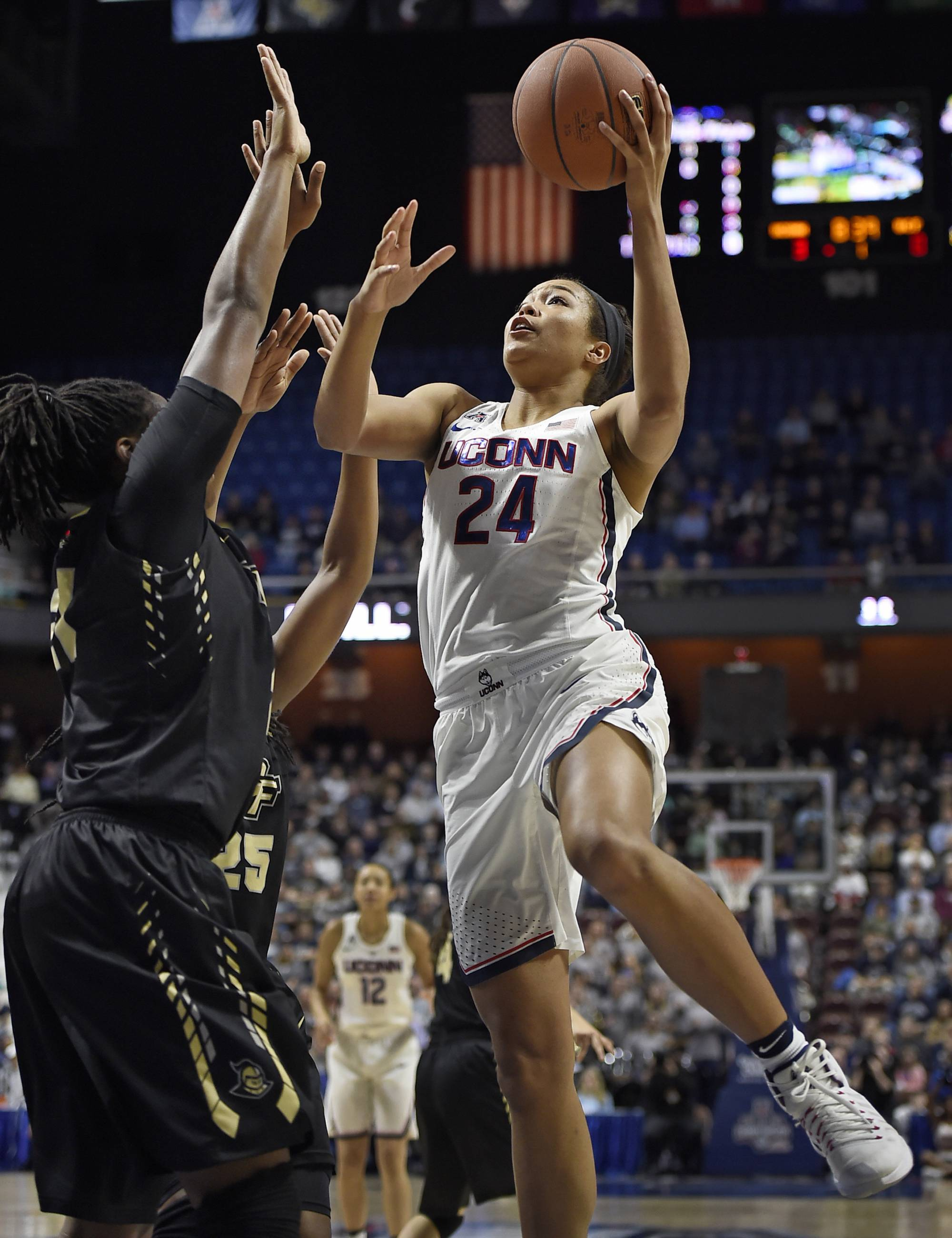 UConn beats UCF in AAC semifinal for 106th straight win | WTOP