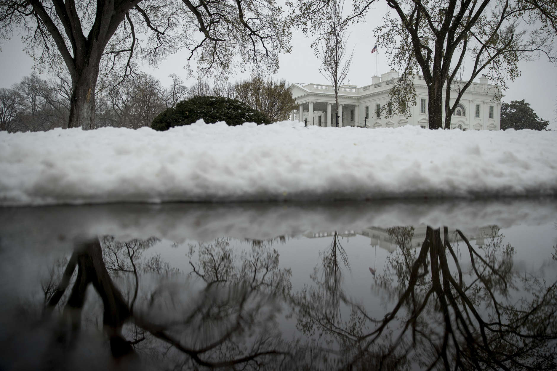 Snow falls outside the White House, Tuesday, March 14, 2017, in Washington. (AP Photo/Andrew Harnik)
