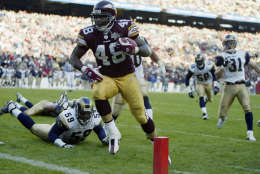 LANDOVER, MD - NOVEMBER 24:  Stephen Davis #48 of the Washington Redskins runs for a touchdown against the St. Louis Rams on November 24, 2002 at FedEx Field in Landover Maryland.  Davis had touchdown runs of one, three and five yards on the day as the Redskins defeated the Rams 20-17.  (Photo by Al Bello/Getty Images)
