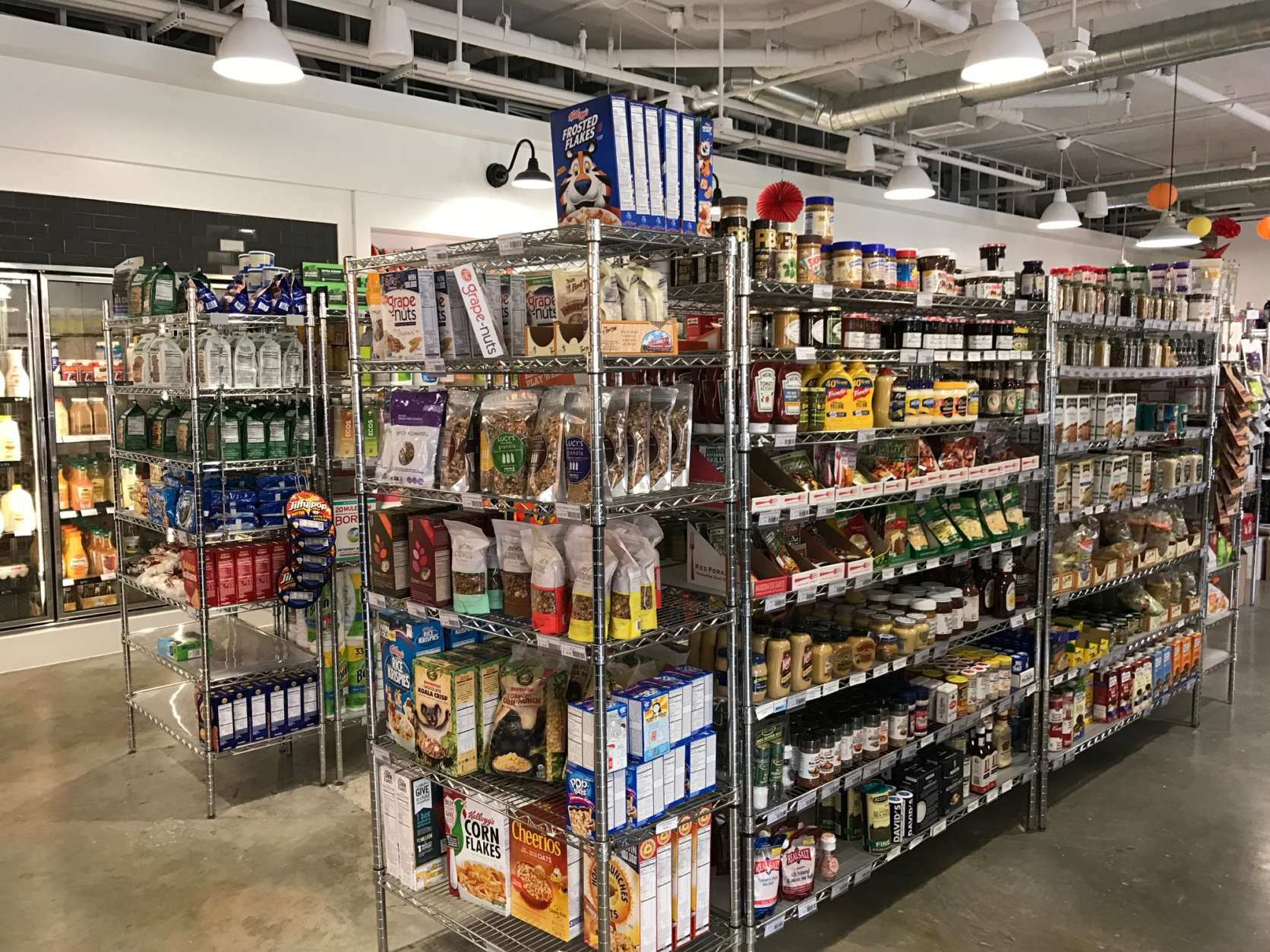 Soapstone Market is D.C.'s newest neighborhood food market. Customers can find typical grocery items alongside prepared foods, made-to-order meals, coffee and baked goods. (WTOP/Rachel Nania)