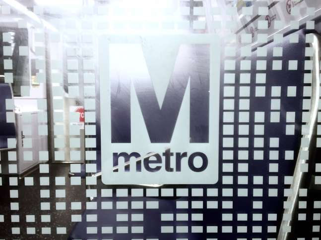 Possible smoke in tunnel reported between Metro Center & Farragut North