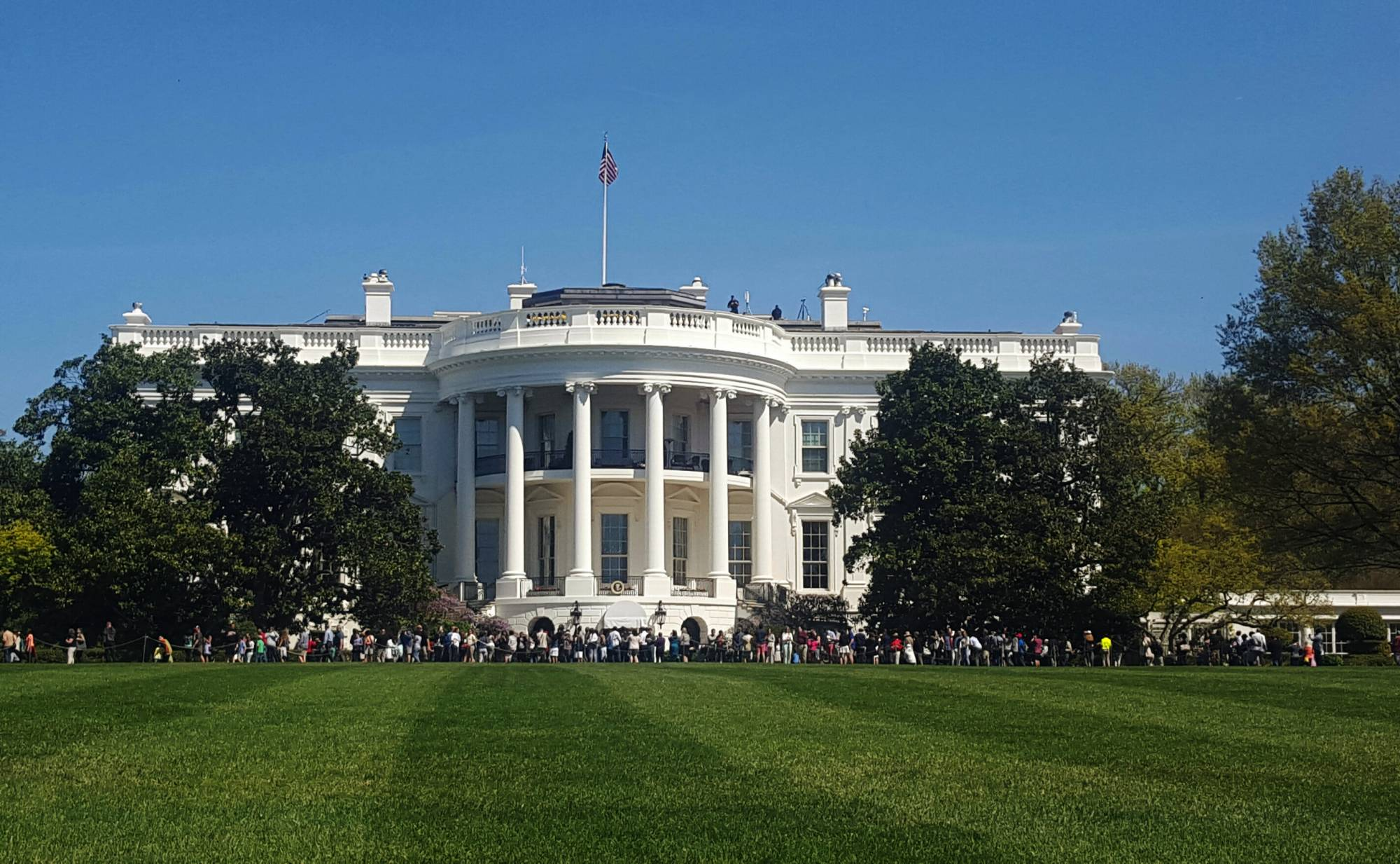 Man arrested after jumping white house fence claiming to for The white housse