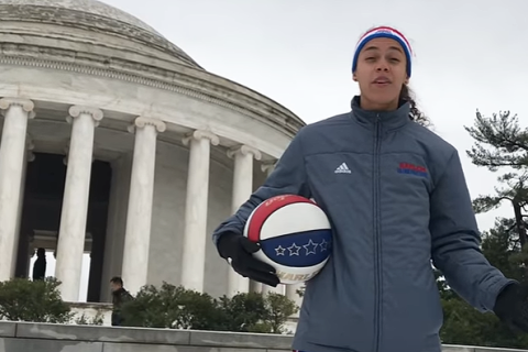 Harlem Globetrotter dribbles around DC, joins snowball fight (Video)