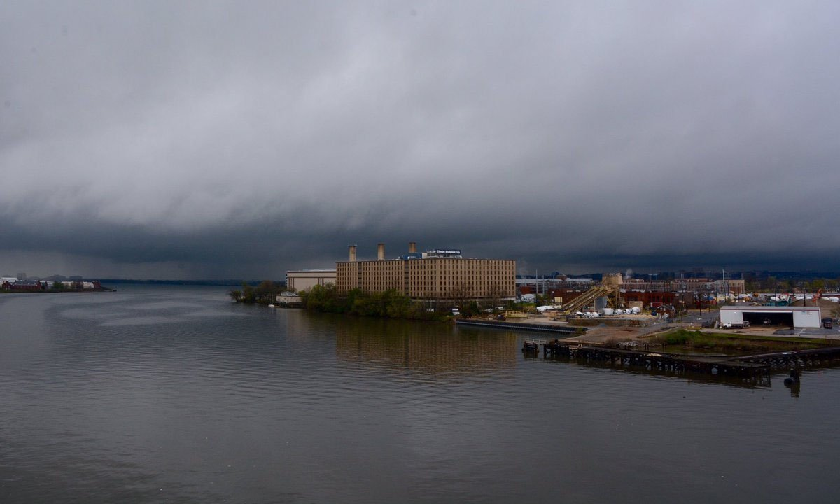 The band of intense of storms seen from South Capitol Street Douglass Bridge on Thursday afternoon. (WTOP/Dave Dildine)
